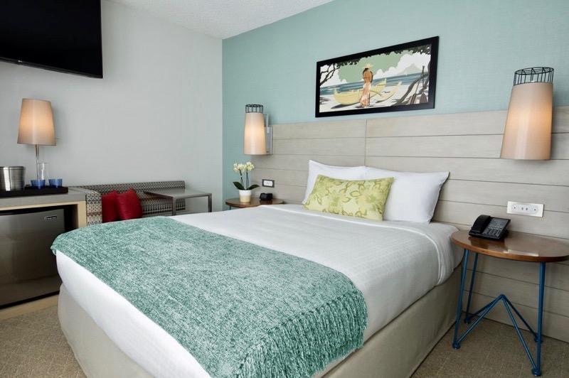 honolulu waikiki hawaii hotel review queen kapiolani exterior lobby interiors room bed king