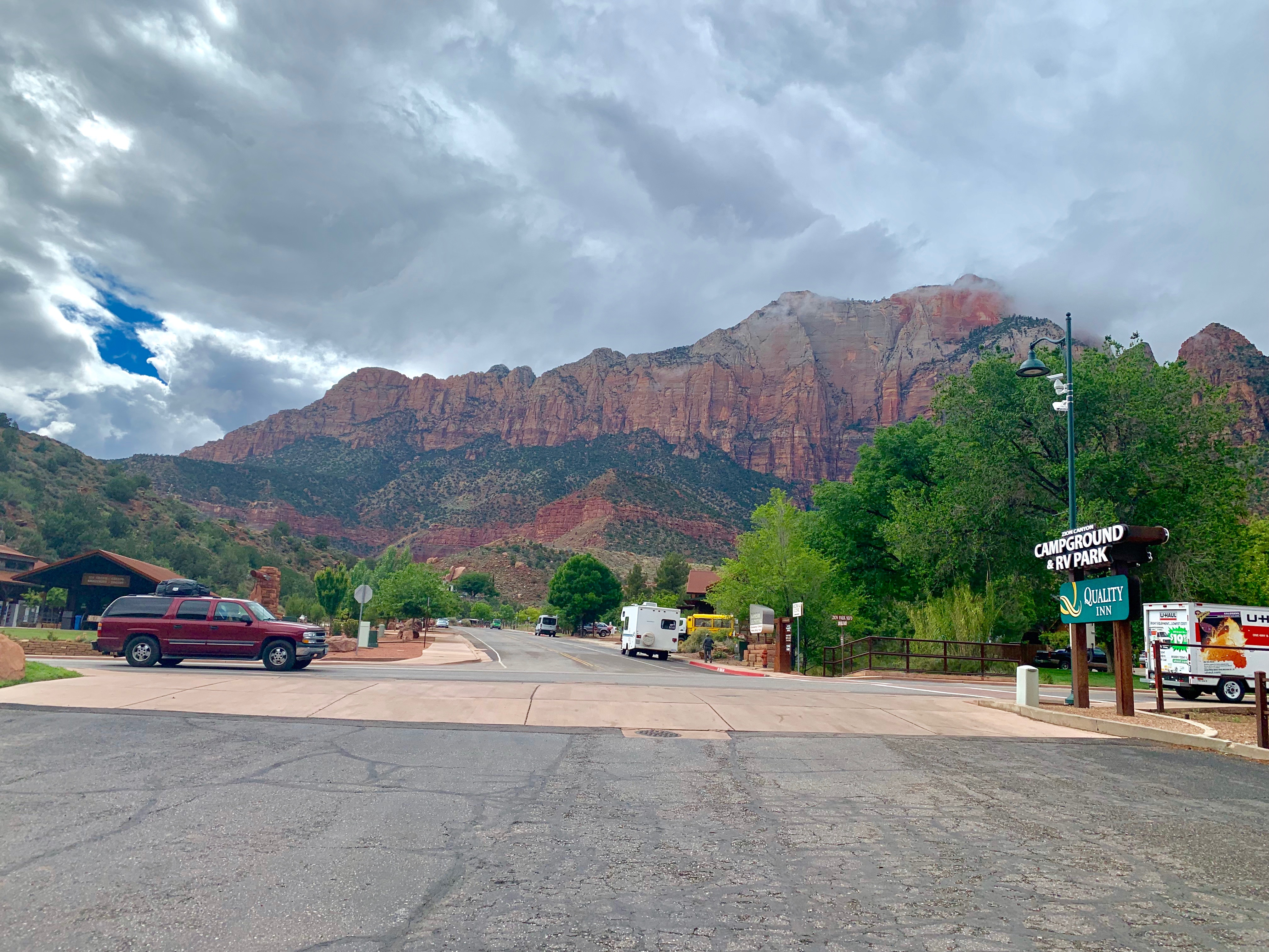 quality inn springdale zion national park building entrance with sandstone cliffs background