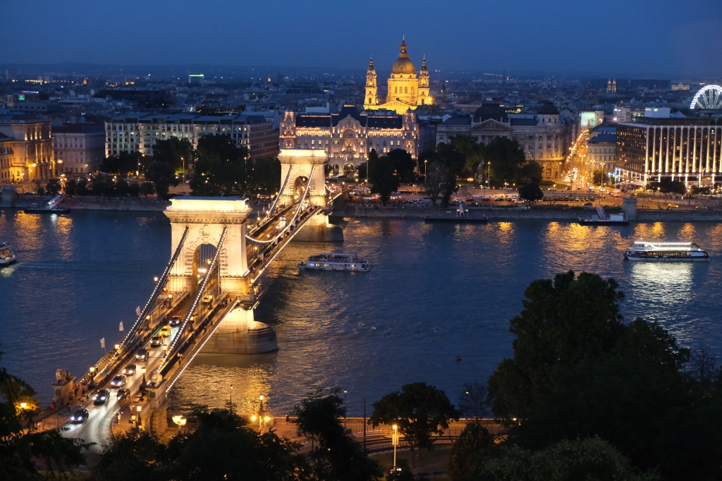 chain bridge budapest hungary europe buda castle parliament night photography